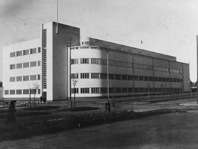 Suomen puolustuslaitoksen rakennuksetUseita suunnittelijoita